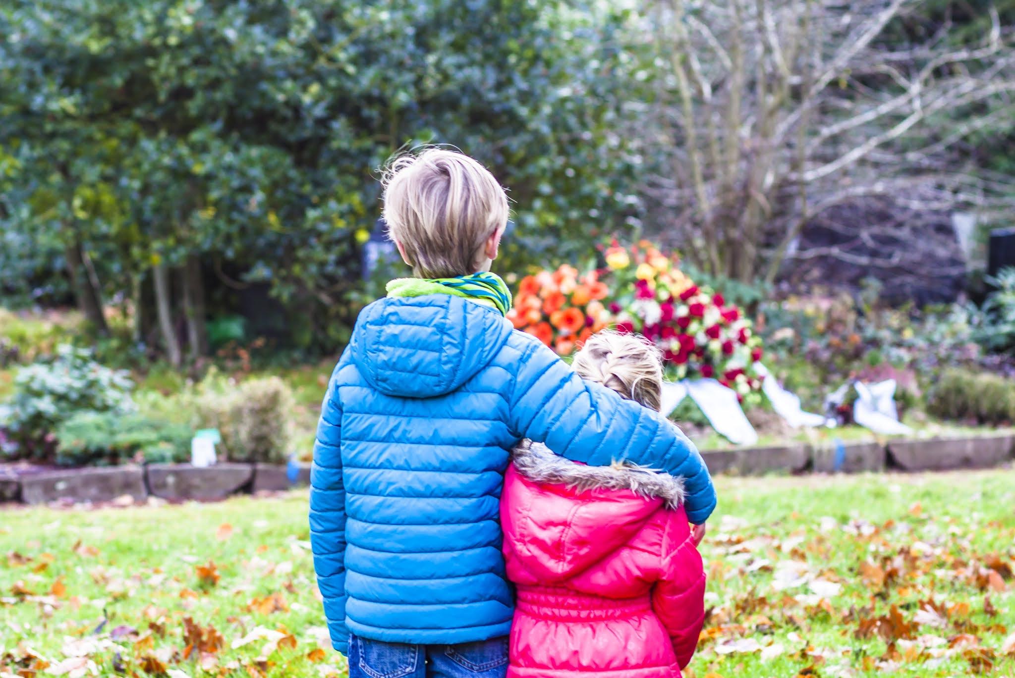 Czy dziecko powinno iść na pogrzeb?